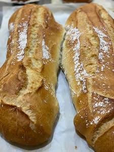 Pan rústico artesano los fines de semana. Horno Casa Cahuero.