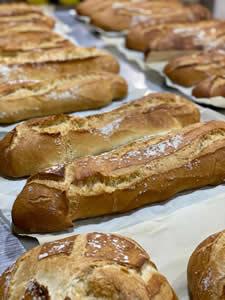 Pan rústico artesano los fines de semana. Panadería Casa Cahuero.
